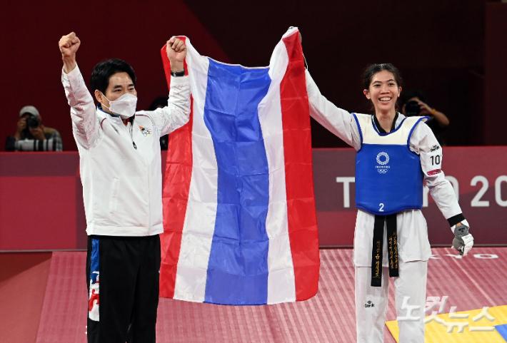 태국 첫 태권도 금메달…국민 영웅 된 한국인