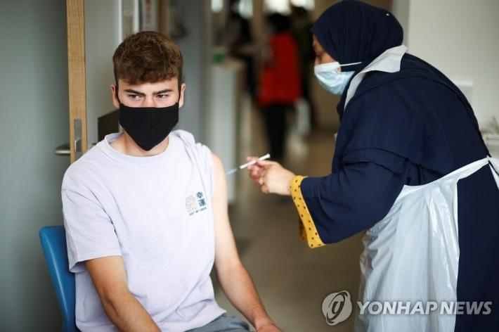 """WHO """"백신 3차 접종 자제해야""""…美 """"잘못된 선택"""" 선긋기"""